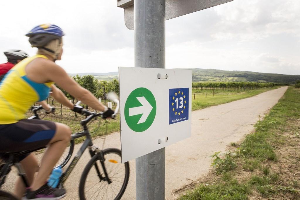 Vasfüggöny kerékpárút Eurovelo 13 Forrás: (c) Bartl