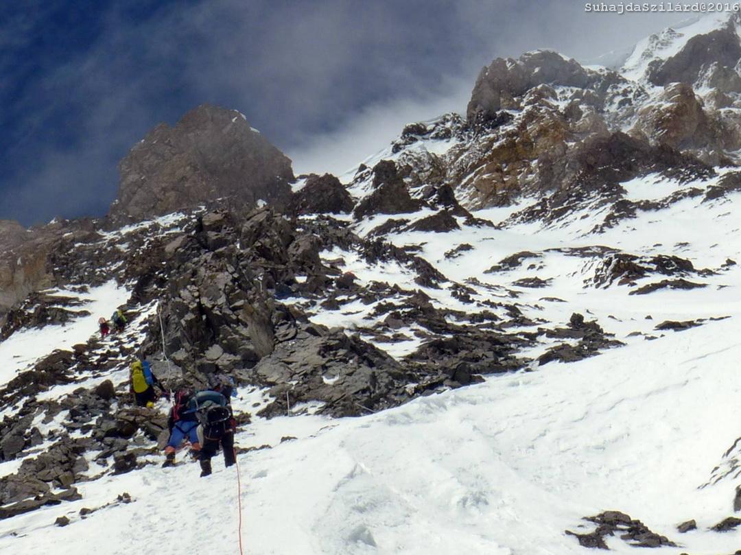 Laza, törős kőzet a 2-es tábor alatt Forrás: Johnnie Walker K2 expedíció/Suhajda Szilárd