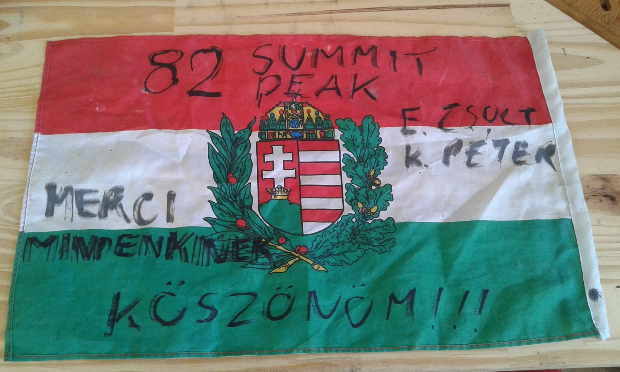 A mindenkinek köszönő zászló Forrás: Lengyel Ferenc Facebook