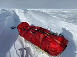 Egy méretes sastrugi, szél által formázott hóhullám Forrás: Lou Rudd Facebook