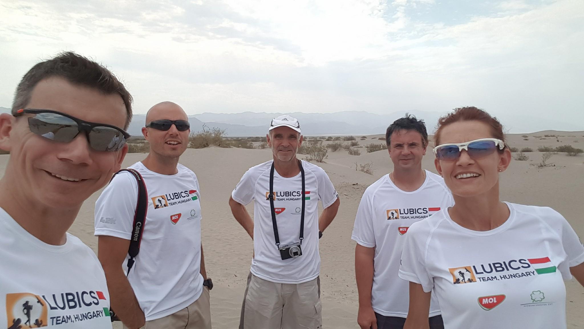 A versenyen két segítő kötelező. Szilvinek négyfős csapat kísérte, köztük a férje Forrás: Lubics Szilvia Facebook