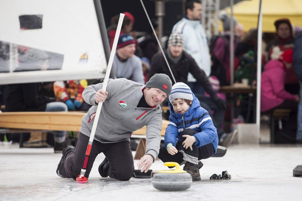 Curling Forrás: telisportagvalaszto.hu