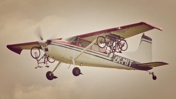 Kerékpárszállítás repülővel Forrás: Mit Brererton
