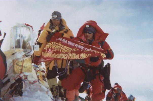 Testvérével a Mount Everest csúcsán, 2007 Forrás: Phurba Namgyal Serpa Facebook
