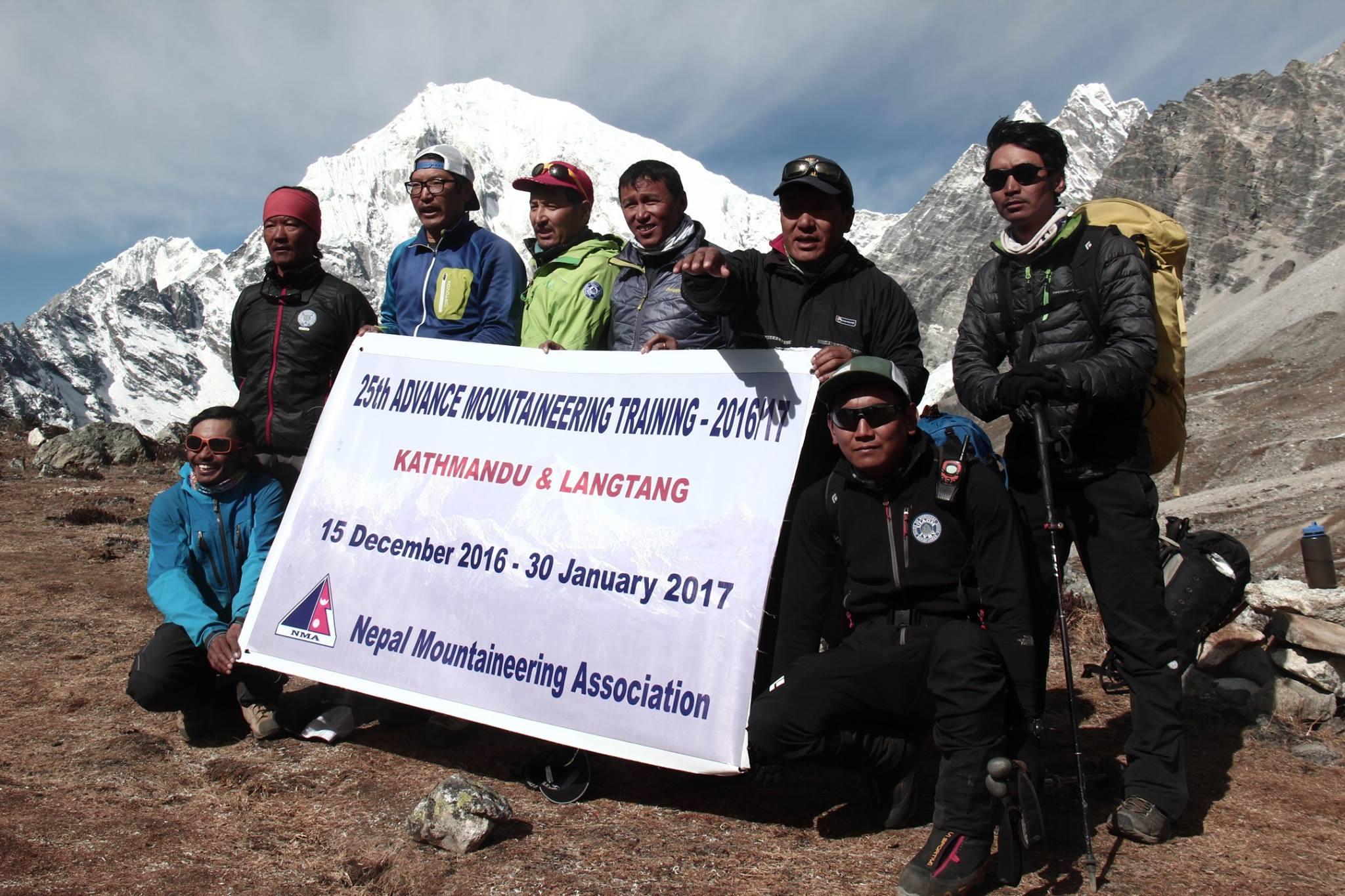 Hegyivezető tanfolyam Forrás: Phurba Namgyal Serpa Facebook