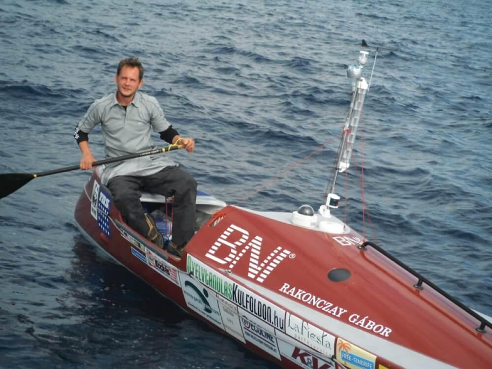 Rakonczay Gábor a Vitéz fedélzetén, a Guinness-rekordot jelentő szóló transzatlanti kenuzás során Forrás: Rakonczay Gábor archívum