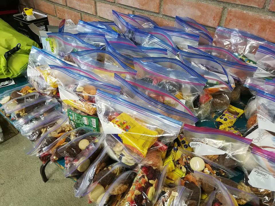 Ezen állhat vagy bukhat az expdíció sikere: 50 napra elegendő élelem Forrás: Magyar Déli-sark Expedíció