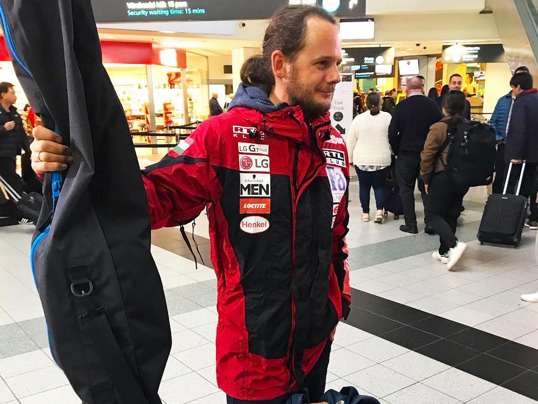 Rakonczay Gábor a repülőtéren indulás előtt Forrás: Magyar Déli-sark Expedíció