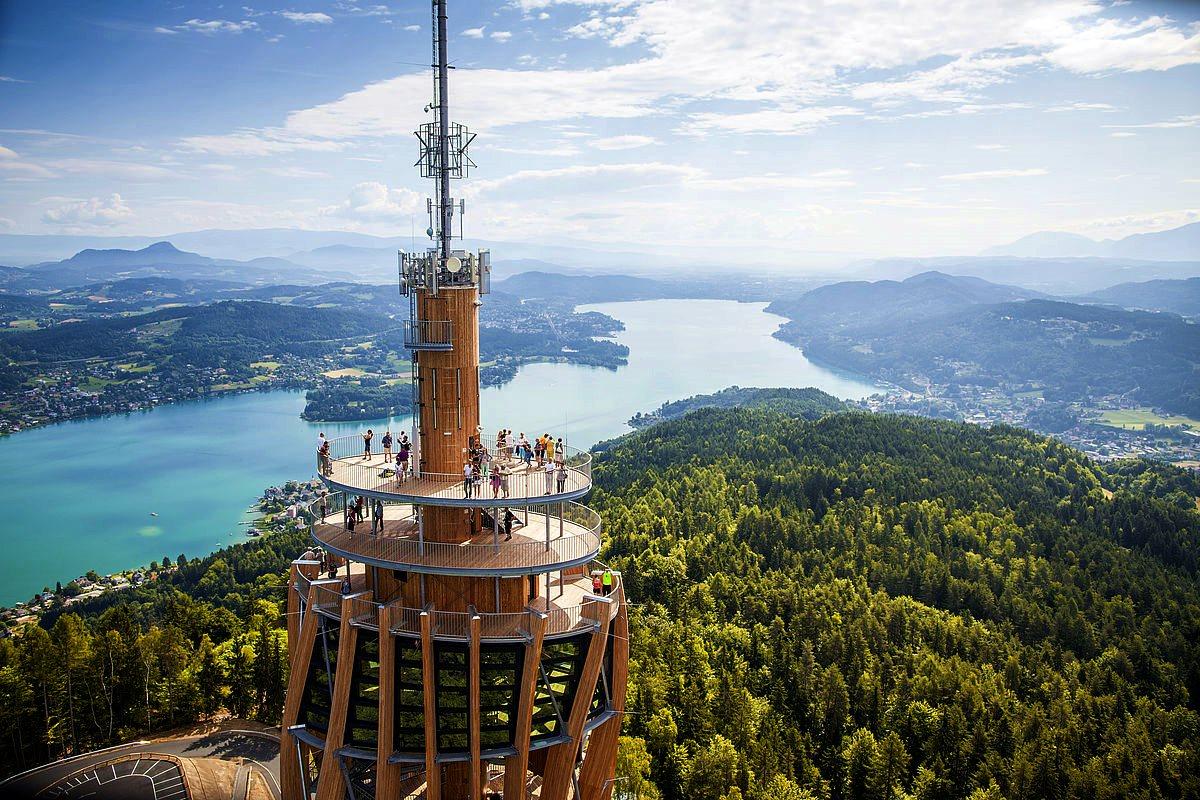 Nagy karintiai tókerülő túra hatodik szakasz: Pyramidenkogel és a Wörthi-tó a háttérben Forrás: (c) Kaernten Werbung_Tine Steinthaler