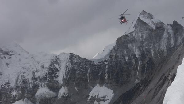 Helikopter mentés közben az Everesten Forrás: Discovery Channel