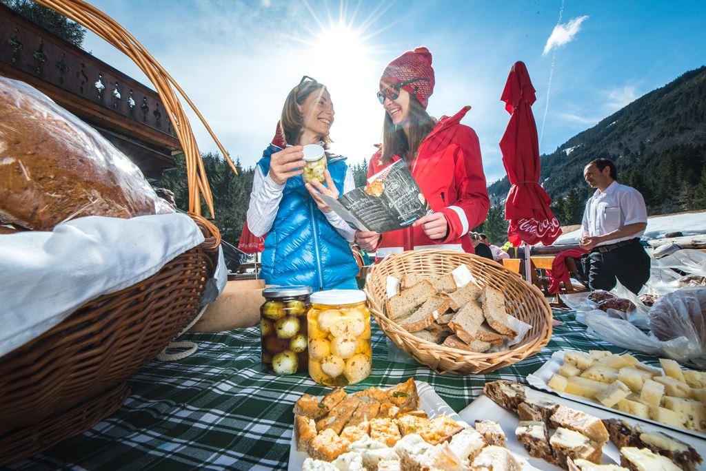 Az Alpok legmagasabban fekvő termelői piaca Forrás: Ski-amadé-Bauernmarkt-03