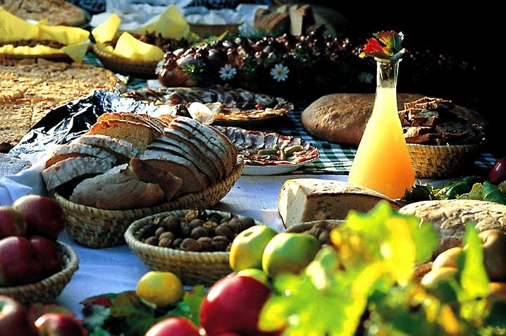 Finomságok az asztalon