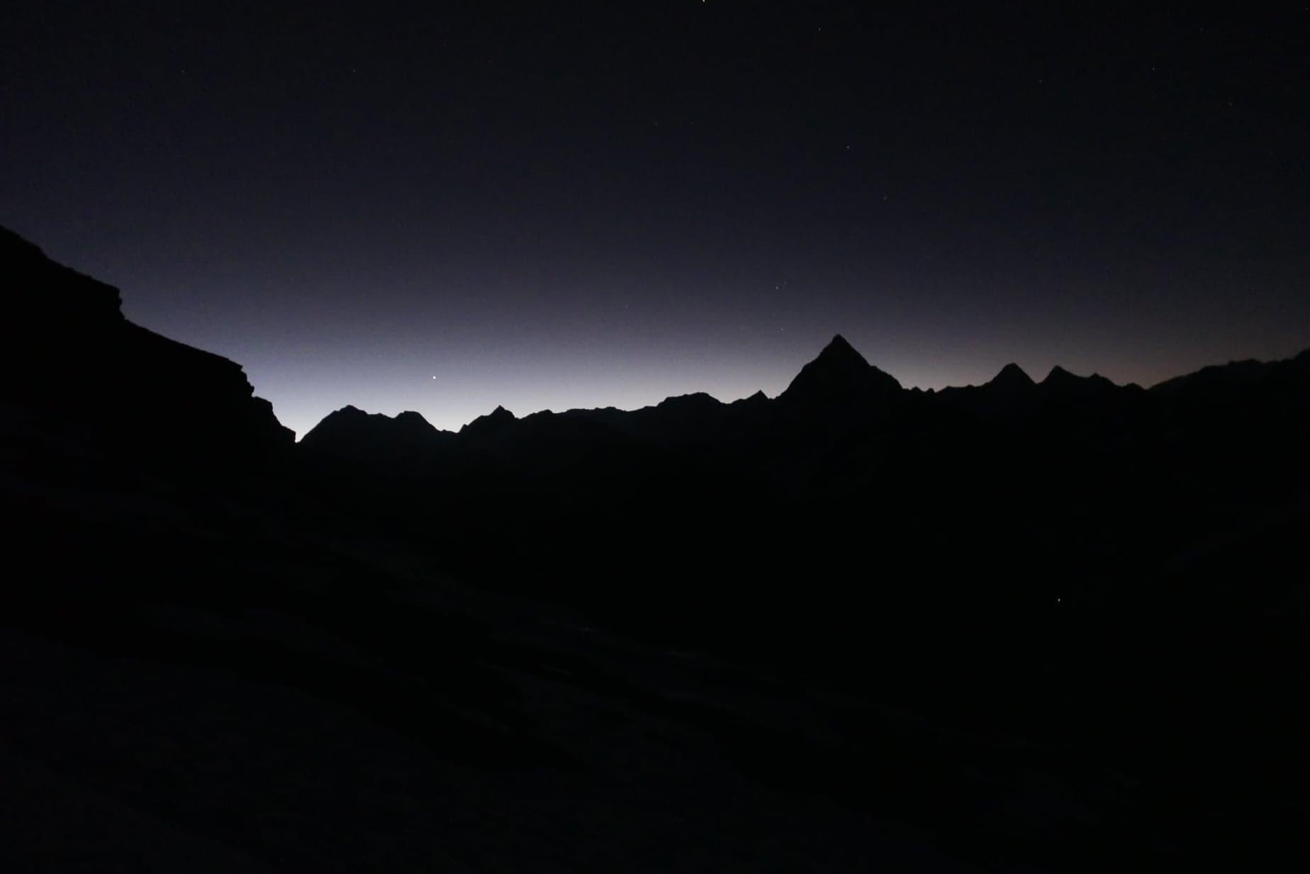 Hajnalodik a Himalája ormai felett Forrás: Szlankó Zoltán/METE