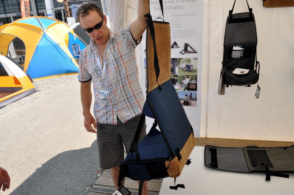 Táska, ami szék, fekhely és polc – Rocco Kruse Forrás: Paraferee - Mozgásvilág.hu