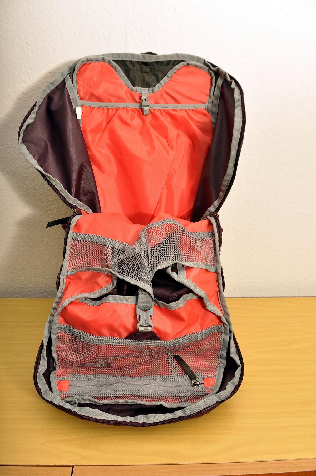 Szinte ketté nyílik a hátizsák a cipzárakat széthúzva Forrás: Mozgásvilág - Paraferee