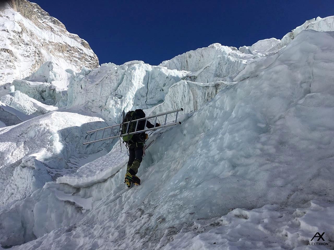 Alex Txikon a Khumbu jéglabirintusában Forrás: alextxikon.com