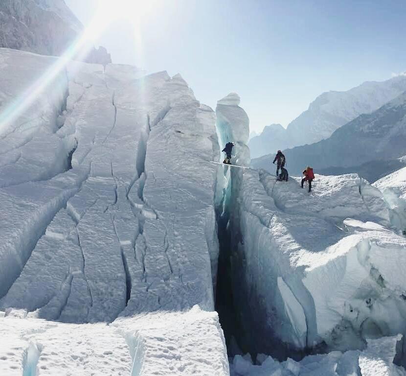 Útépítés a Khumbu-jégesésben Forrás: Alex Txikon Facebook