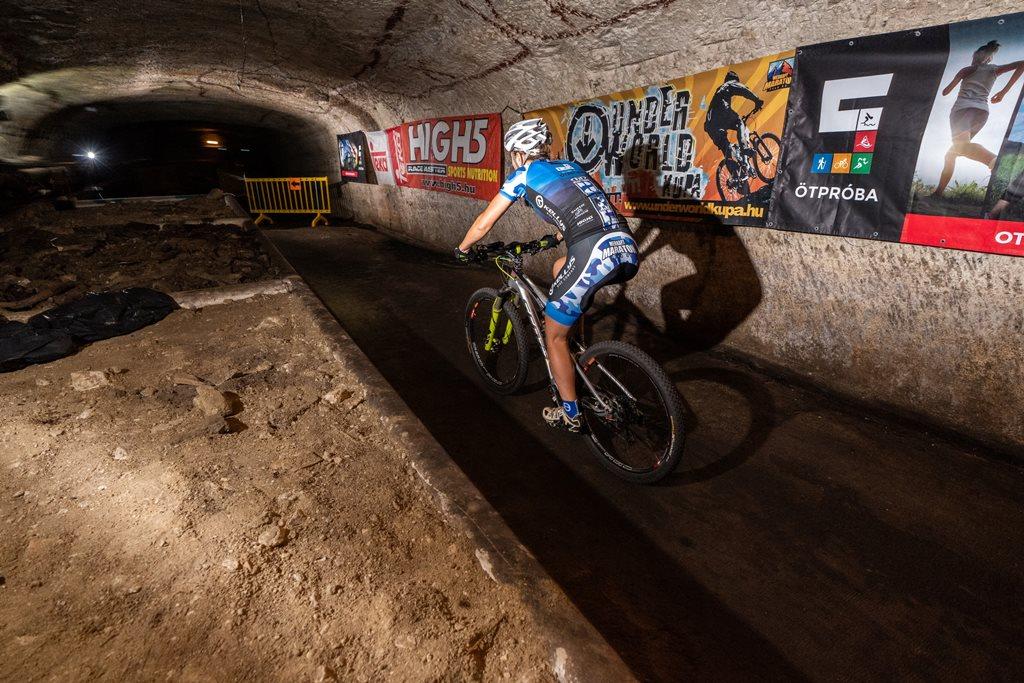 Bringázás a föld alatti pincerendszerben Forrás: Underworld Kupa