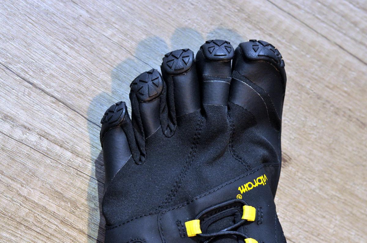 Jól védi az ujjakat Forrás: Paraferee - Mozgásvilág