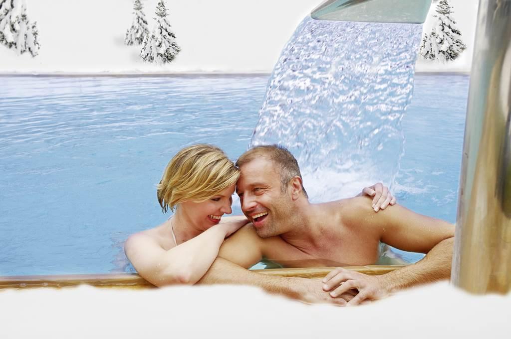 Termálfürdőzés szabadtéri medencében Forrás: www.nassfeld.at