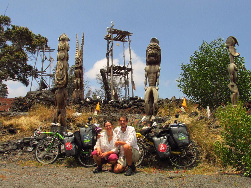 Zita és Árpi a Kii szobroknál, Hawaii Forrás: 360fokbringa.com