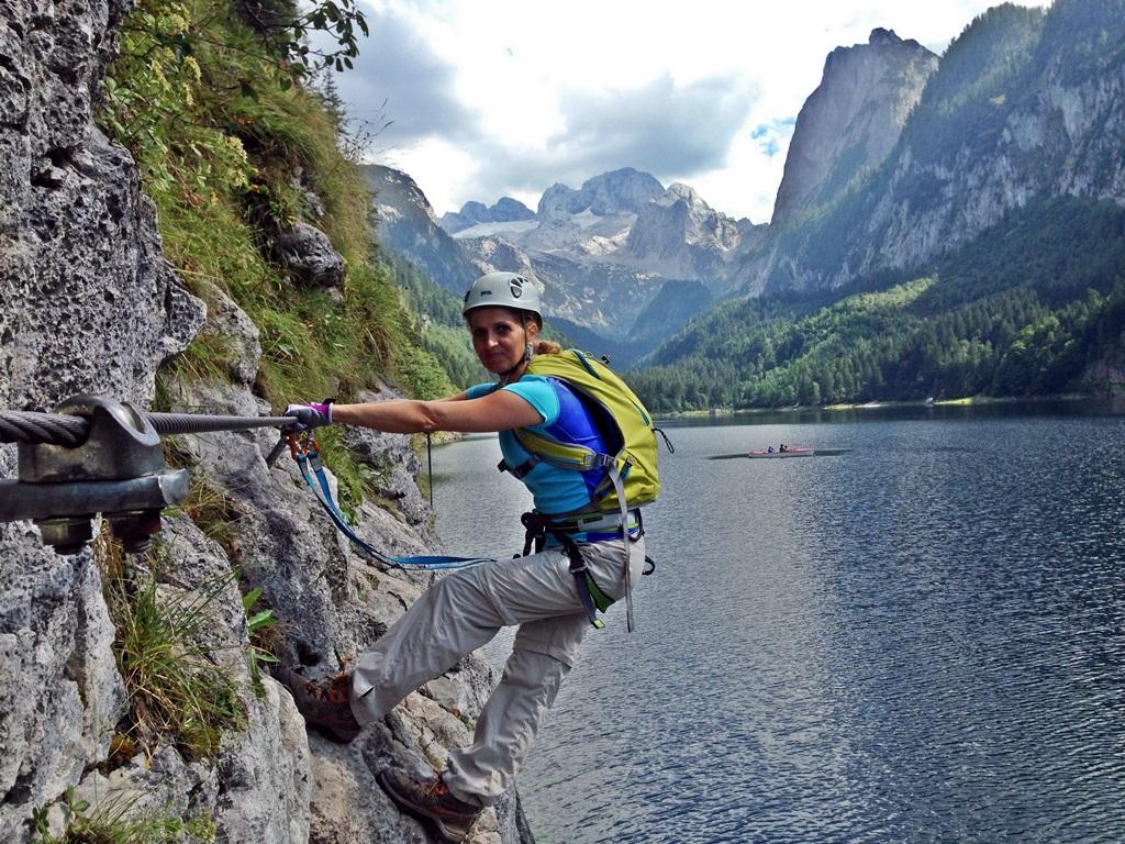 Kletter a Gosaui-tó felett. Háttérben a Dachstein Forrás: Kakuk András Mozgásvilág