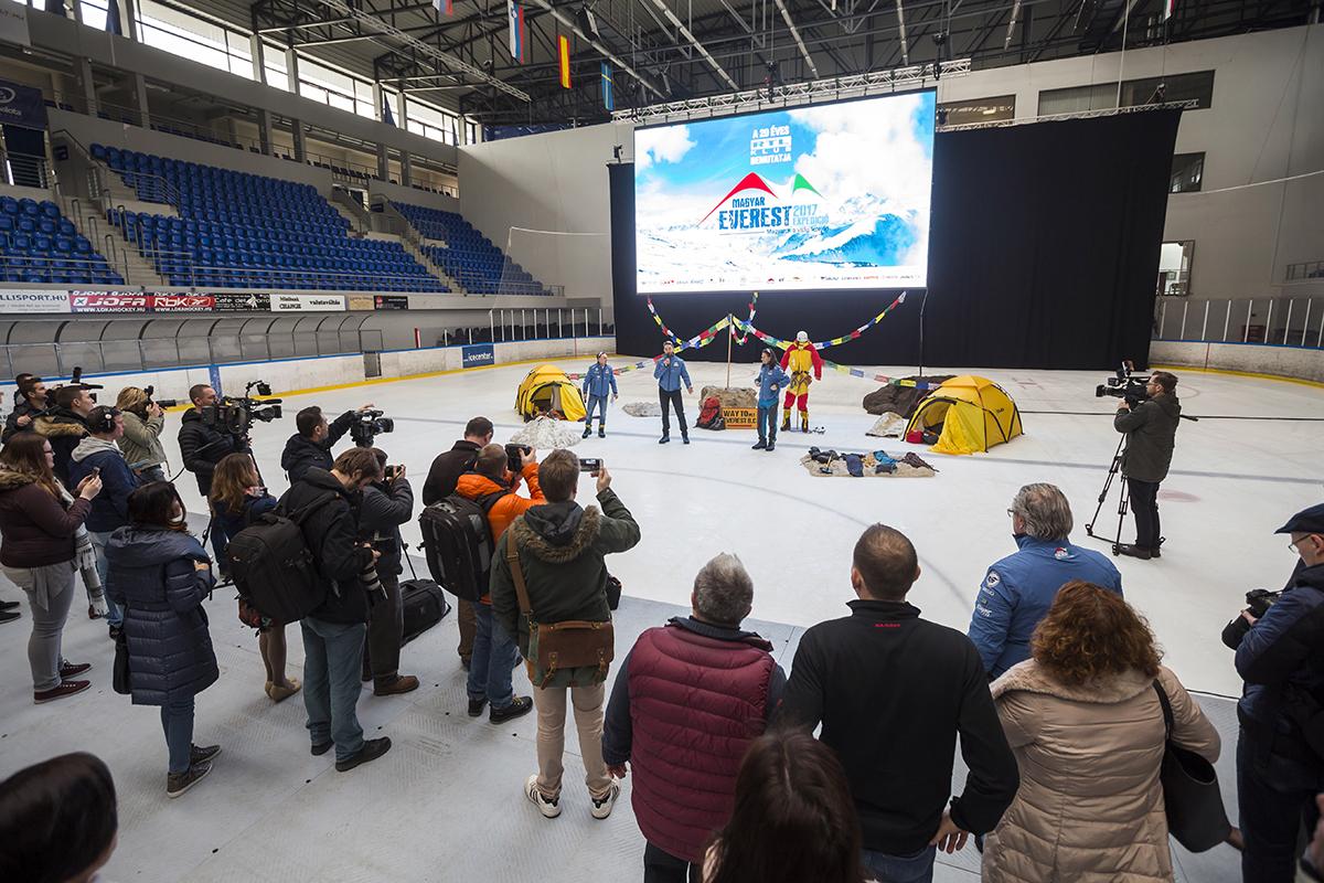 Sajtótájékoztató a Jégpalotában Forrás: Magyar Everest Expedíció 2017 - Mohai Balázs