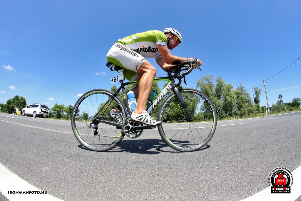Hasítok a Scultura nyergében Forrás: Ironmanfoto.hu