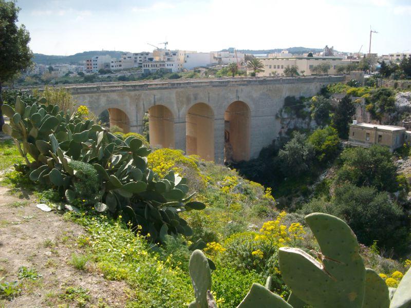 A Mostai erőd kőhídja Forrás: Victoria Lines Malta