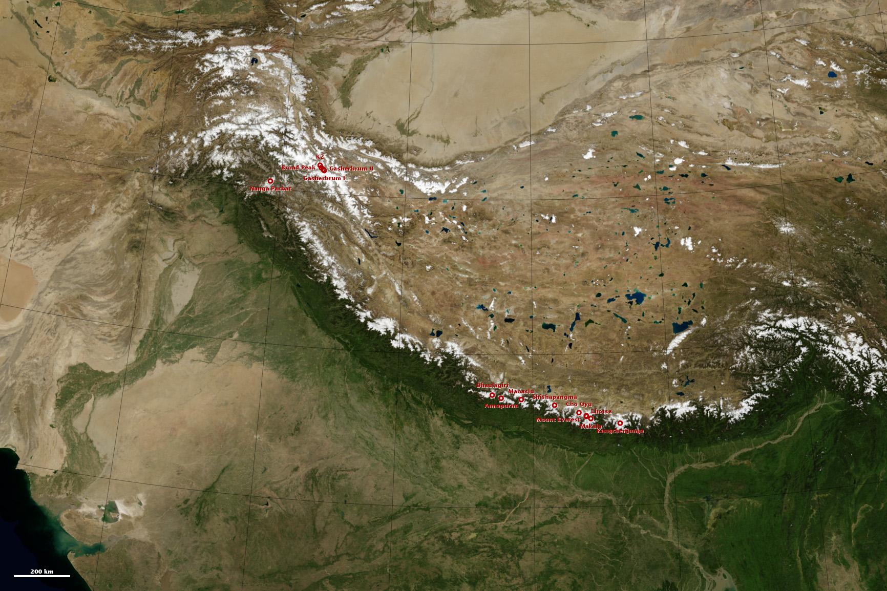 A Himalája teljes vonulata, rajta pirossal a nyolcezresek elhelyezkedése Forrás: NASA