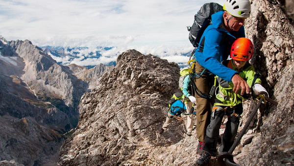 Gyermekek a klettersteigon Forrás: alpinewelten.com
