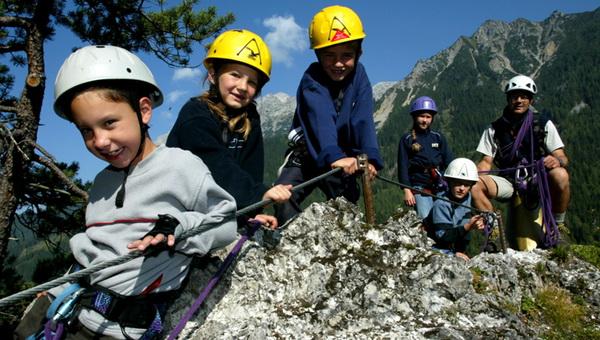 Gyermekek a klettersteigon Forrás: ramsau.com