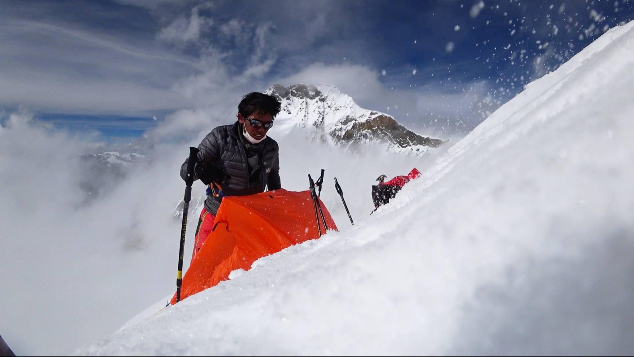 Nobukazu Kuriki, aki minden évben visszatér, hogy elérje álmát: szólóban elérni az Everest csúcsát. Eddig hétszer próbálkozott, idén Nepál felől. Forrás: Nobukazu Kuriki Facebook