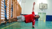 Suspended side Plank with reach-through | www.mozgasvilag.hu