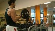 Bicepszhajlítás franciarúddal | www.mozgasvilag.hu