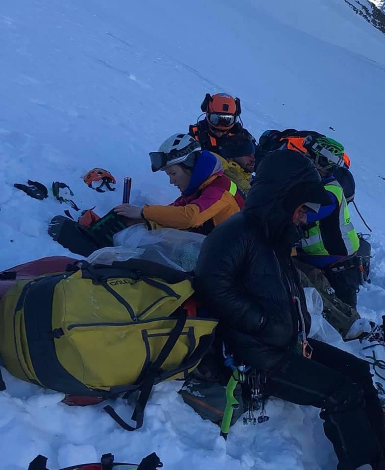 A sérültek előkészítése a hegyimentéshez Forrás: Masha Gordon Facebook