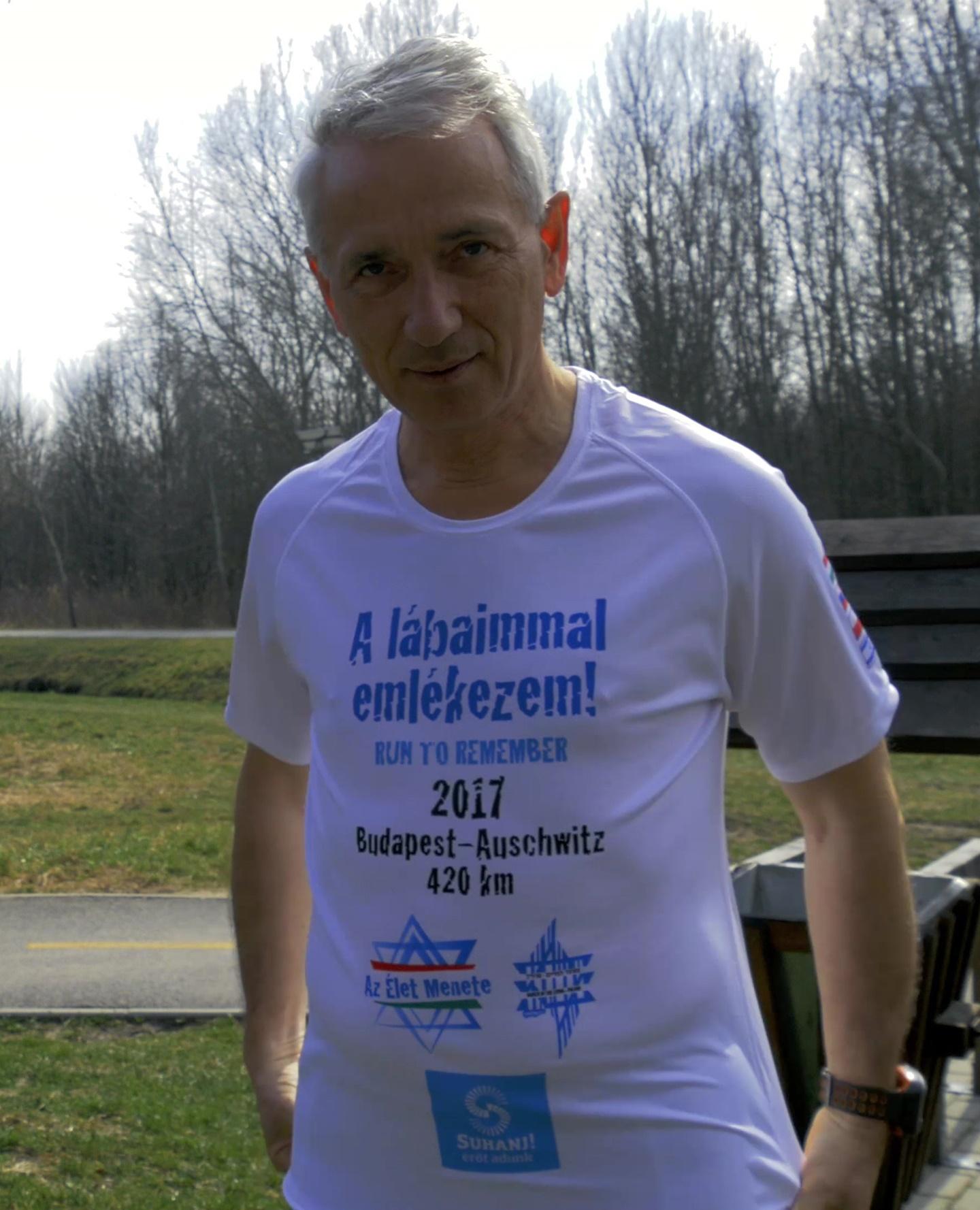 A futás hivatalos pólójában Forrás: Hajdú Péter