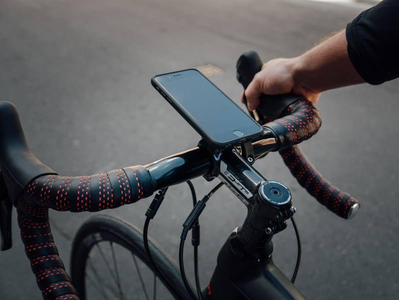 Quad Lock kerékpáron Forrás: Quad Lock facebook