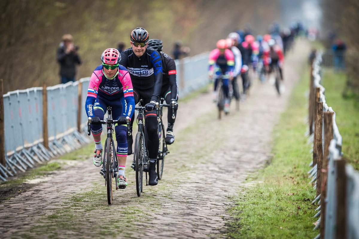 Párizs-Roubaix bejárás Forrás: Merida Road Team