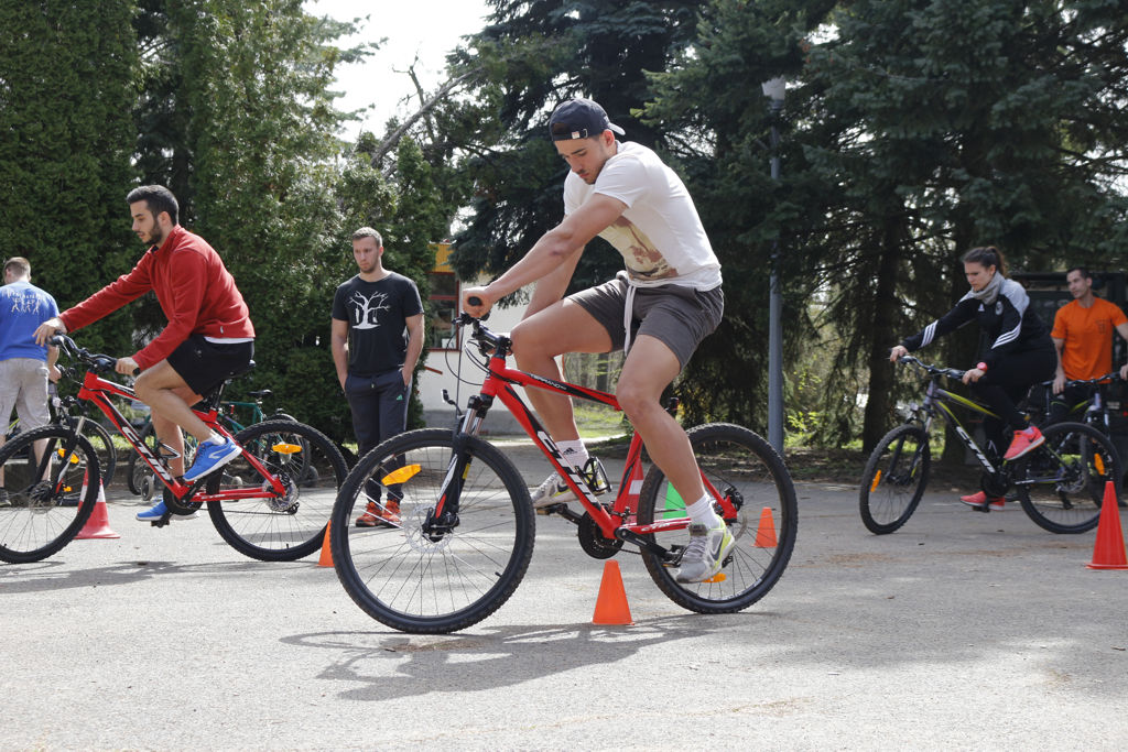 Kerékpáros technika Forrás: Mozgásvilág.hu