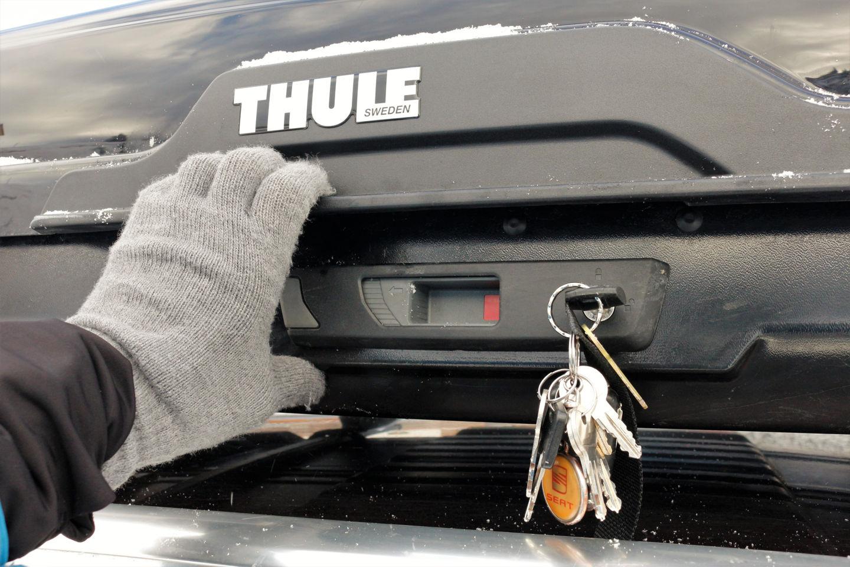 Thule Motion XT Alpine tetőbox bezárás előtt Forrás: Mozgásvilág.hu
