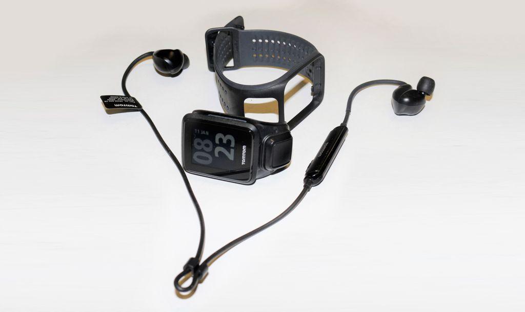 A teljes szett - TomTom Runner 2 Cardio Music Forrás: Mozgásvilág.hu