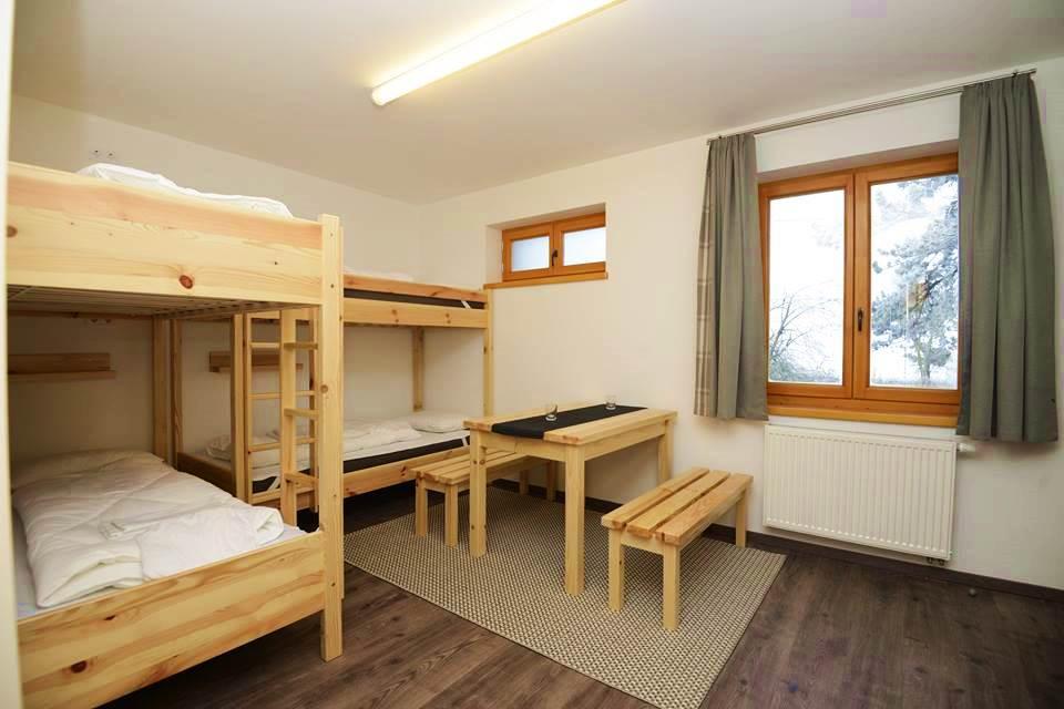 Emeletes ágyas szoba Forrás: (c) Hármashatár-hegyi Turistaház