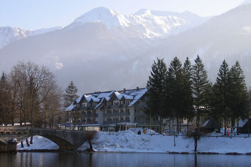 Hotel Jezero Forrás: www.szloveniainfo.hu