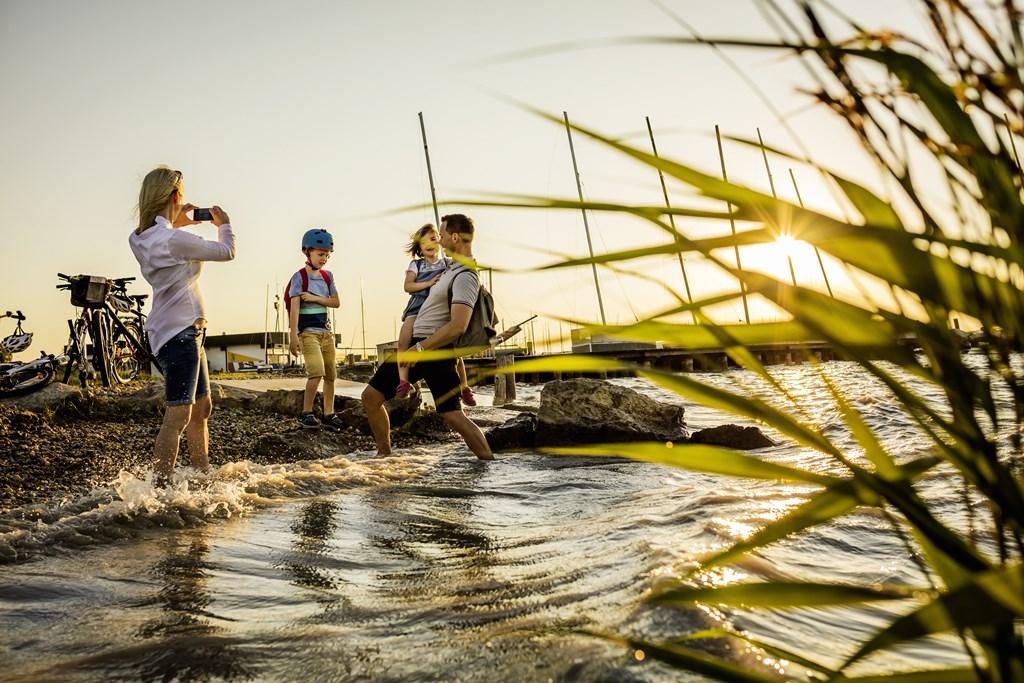 Kerékpáros élmények a Fertő tó körül Forrás: NTG_Dieter Steinbach