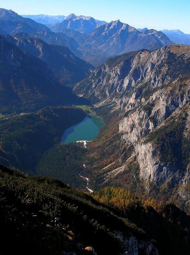 A Leopoldsteinersee a Pfaffenstein hegyről Forrás: Wikipedia