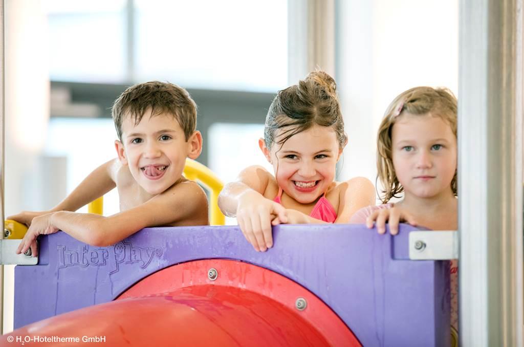 Gyerekek a medencében Forrás: H2O Hoteltherme GmbH