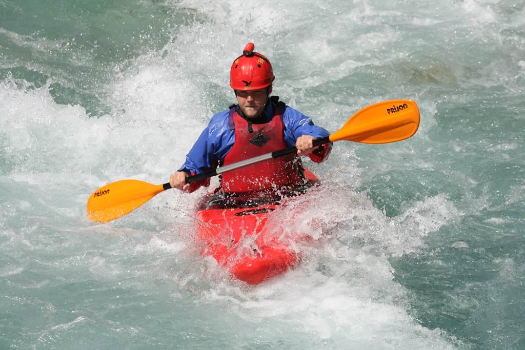 Vadvízi kajak Forrás: www.sportmix.si
