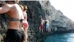 Traverzálás a sziklafalon vízközelben, vízi kalandok